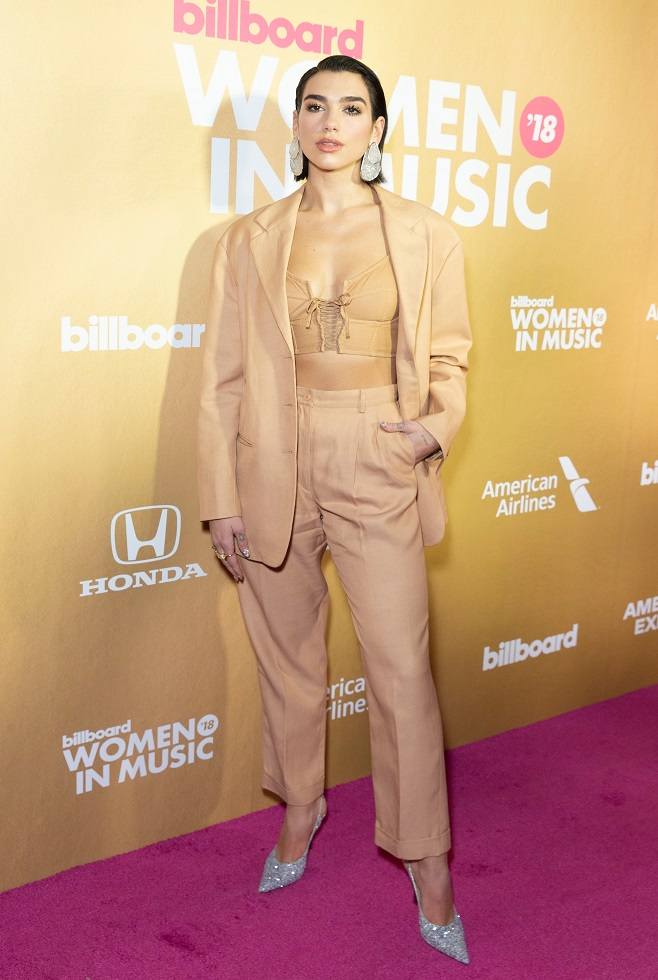Dua Lipa in nude total look ...
