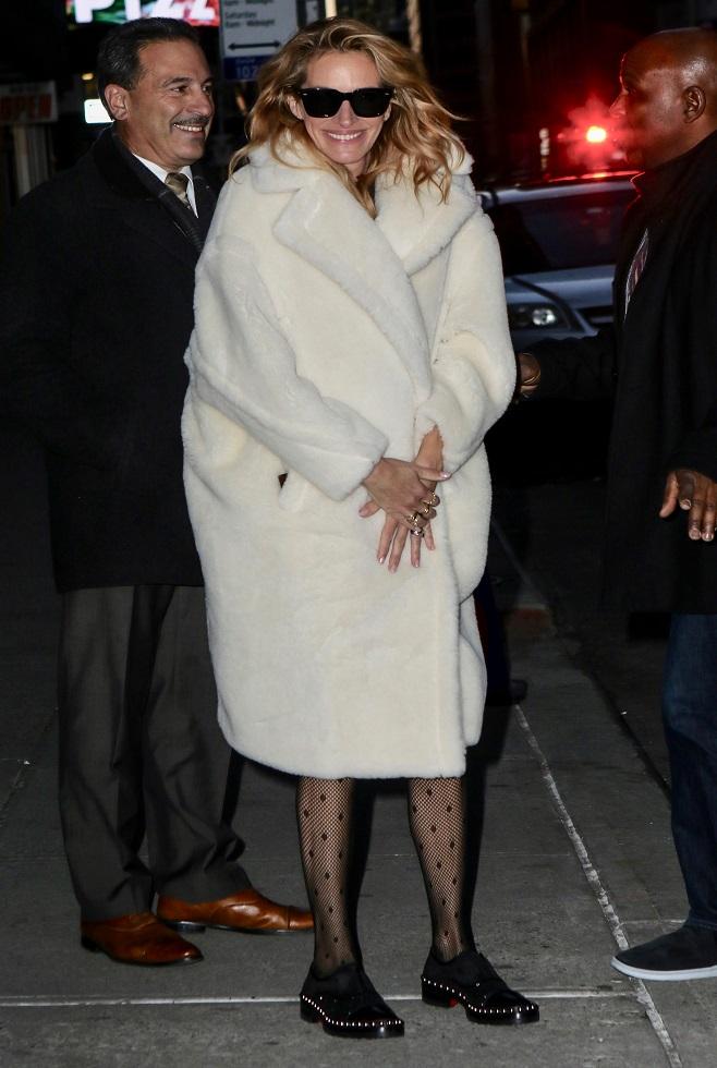 Julia Roberts in white winter coat