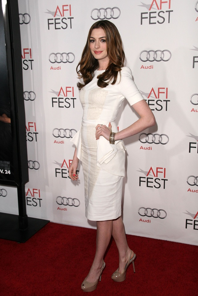 Anne Hathaway in white coctail dress