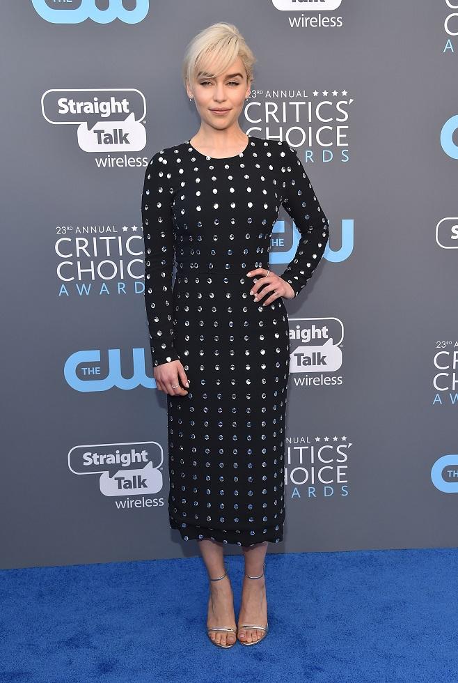 Emilia Clarke black total look